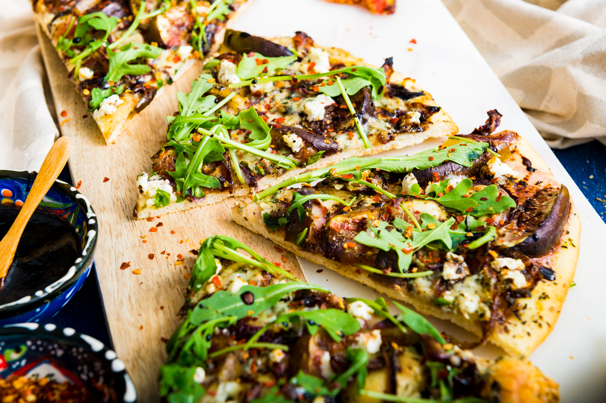 Fig and Caramelized Onion Flatbread with Balsamic Reduction | thespiceathome.com