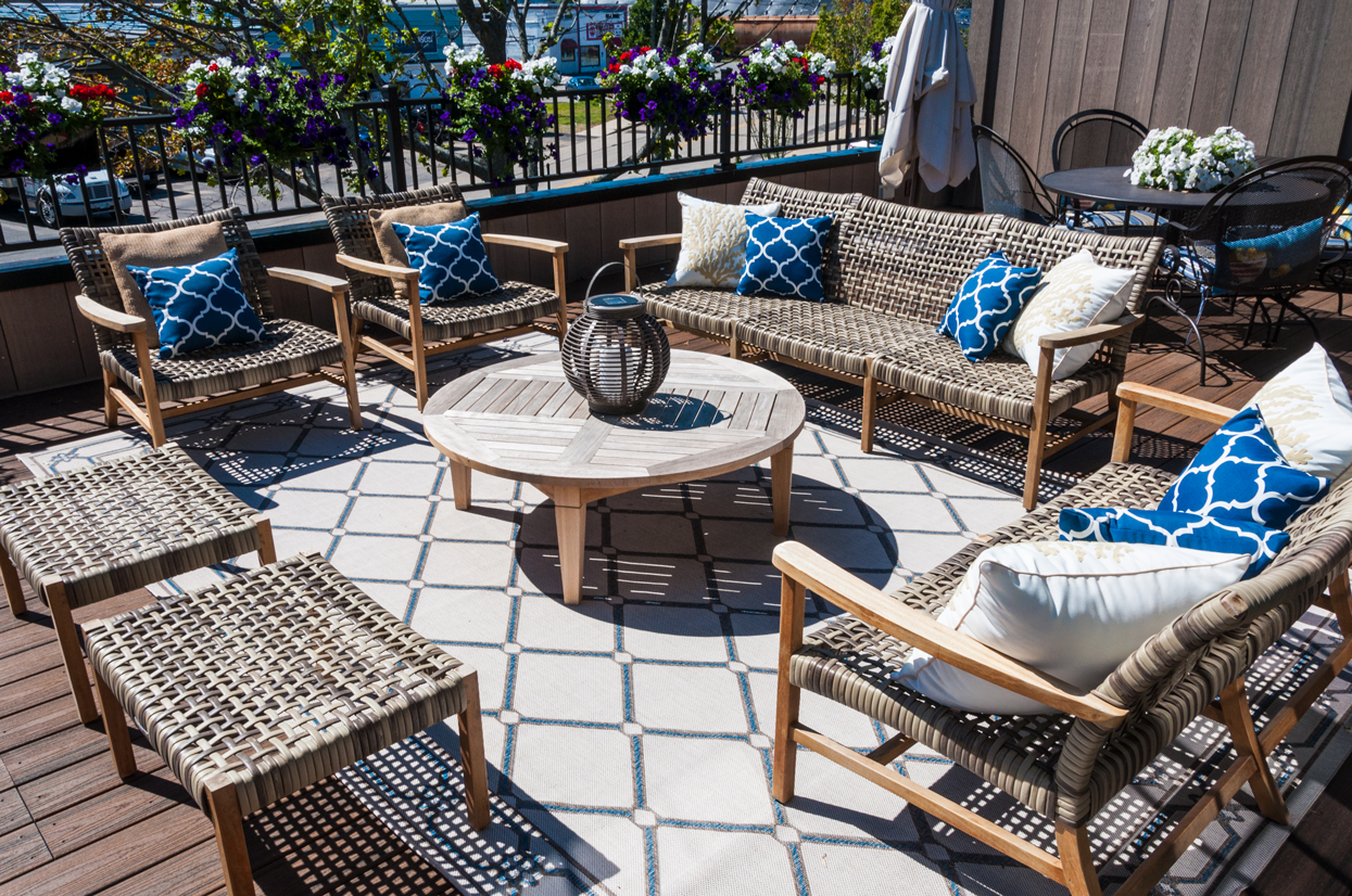 Tips on organizing and decorating the perfect summer patio oasis