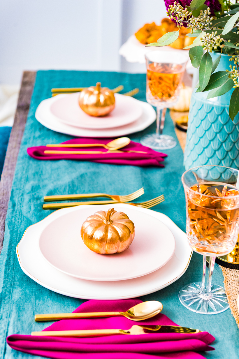 How to set a colorful, modern and warm Thanksgiving table setting